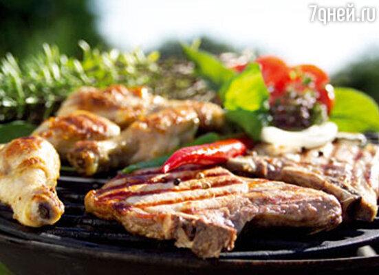 Многие под словом «барбекю» понимают метод приготовления пищи. Так, нередко говорят «приготовить мясо барбекю», и это значит, что мясо будет сначала замариновано, потом поджарено на углях