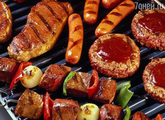 В связи с тем, что традиционно жареное на углях мясо принято есть с соусами, часто словом «барбекю» называют и соус, в который добавлено множество специй