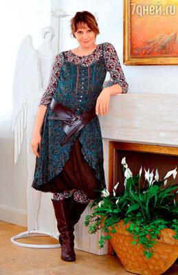 Людмила Артемьева в художественном салоне. 2008 г.