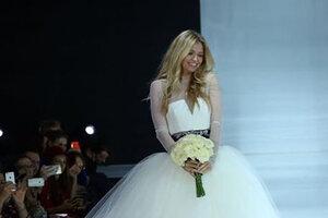 ВИДЕО: Брежнева и Боярская примерили самые дорогие в мире свадебные платья