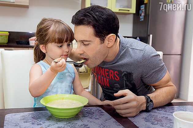 Антон Макарский с дочкой