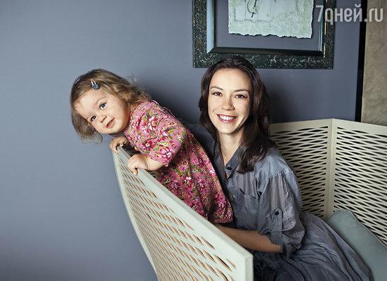 Виктория Богатырева с дочерью