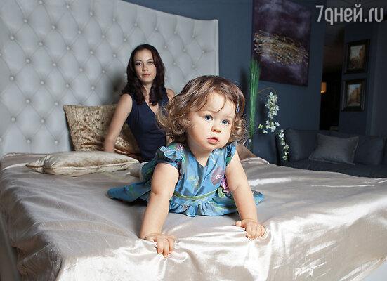 Виктория Богатырева с дочкой Варей