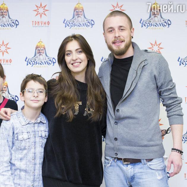 Анастасия Меськова с сыном Василием и мужем Александром