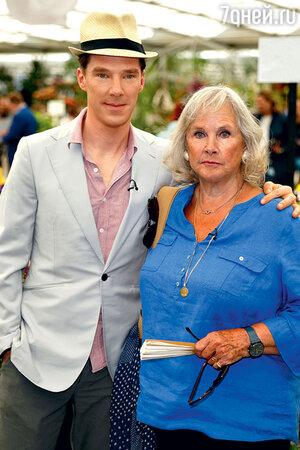 Бенедикт Камбербэтч с матерью, актрисой Вандой Вентхам. Лондон, 2014 г.