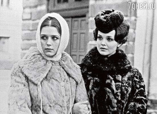 После фильма «Хождение по мукам», где Ирина сыграла свою первую главную роль, она проснулась знаменитой
