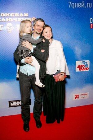 Дарья Мороз и Константин Богомолов с дочерью Анной