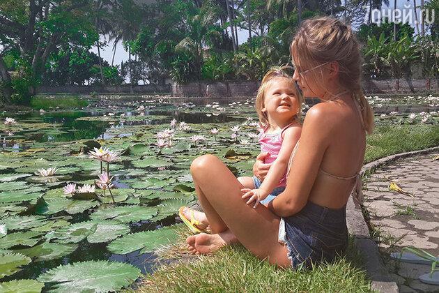 наталья Чистякова-Ионова с младшей дочерью Верой