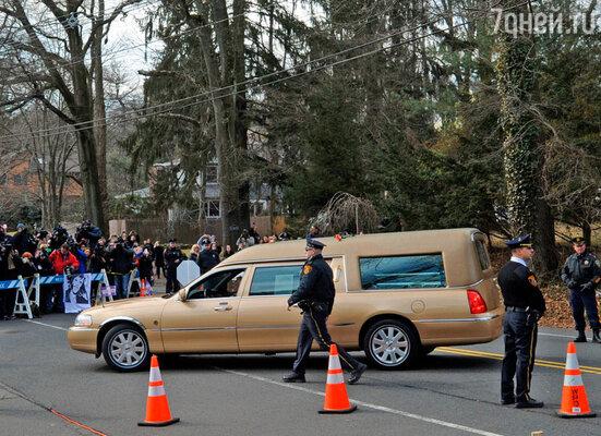 Похороны знаменитой певицы прошли в субботу в ее родном городе Ньюарке