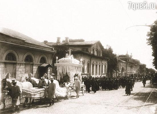 Вся Москва пришла на Новинский вал (ныне бульвар), чтобы проводить Федора Никифоровича Плевако в последний путь