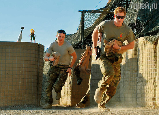 В Афганистане Гарри не пользовался никакими поблажками: спал со всеми в казарме, ел те же солдатские консервы и запретил называть себя «сэр»