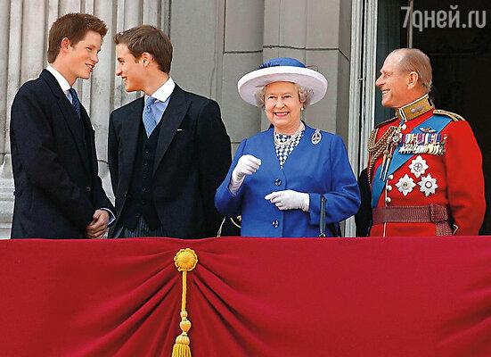 С дедом, принцем Филиппом, Гарри сближала общая судьба. Оба они вторые номера — дед на шаг позади королевы, Гарри — старшего брата Уильяма...