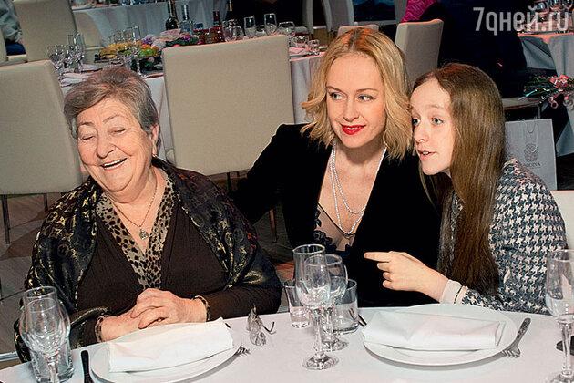 Анна Лепс с дочерью Евой исвекровью Натэллой Семеновной