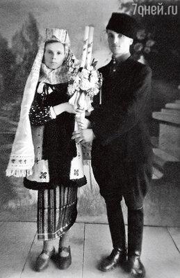 Родители — Александра Ивановна и Михаил Федорович. 30-е годы