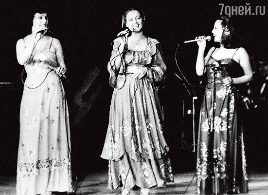 «В нашей семье пели все. Но папа особенно выделял Соню». Лидия, София и Аурика Ротару. 70-е годы