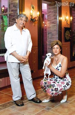 С Элеонорой Филиной Успенский познакомился 19 лет назад на программе «В нашу гавань заходили корабли...». Тогда у обоих были семьи