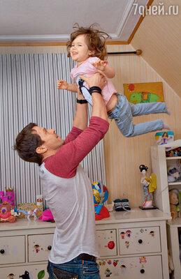 «Варе всего хватает: ивнимания, и любви. Умногих родители живут порознь, этонормальная ситуация длянашего времени»