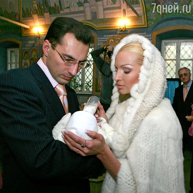 Анастасия Волочкова и Игорь Вдовин с дочерью Ариадной