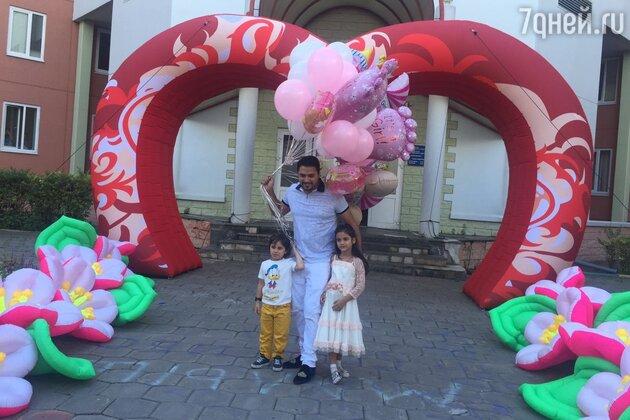 Александр Бердников с детьми Марселем и Миланой