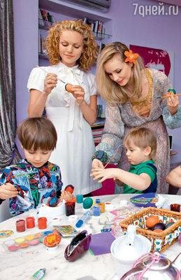 Маша Цигаль, ее сын Арсений и Полина Гагарина с сыном Андрюшей