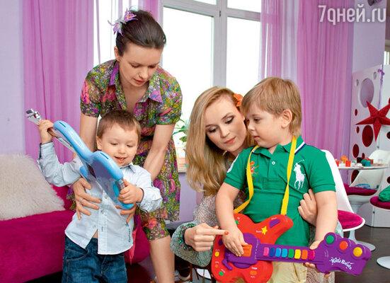 Андрей и Алеша создали инструментальный дуэт на радость мамам