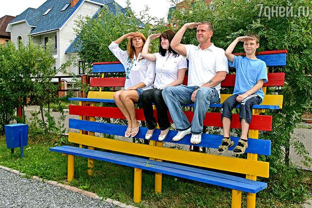 Наталья Сенчукова и Виктор Рыбин с дочерью Марией и сыном Василием