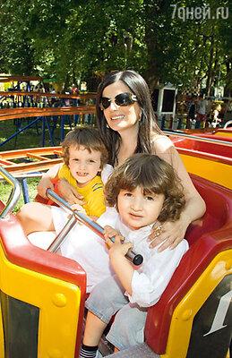 Диана, Костя и его двоюродный брат Сандро