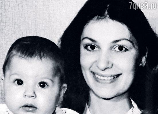 10 августа 1983 года я услышала от акушерки заветное: «Поздравляю, мамаша. Девочка!» Нина с Алиной