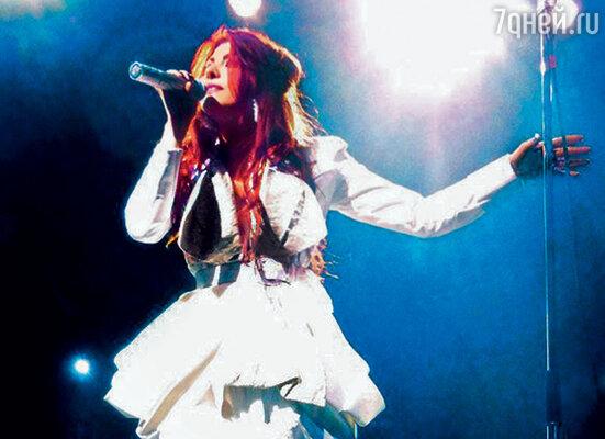 Алинина группа хорошо известна во Франции и за ее пределами, по мнению музыкальных критиков, она талантливый музыкант