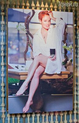 Утренний образ Жанны Эппле в мужской белой рубашке признали одним из самых удачных