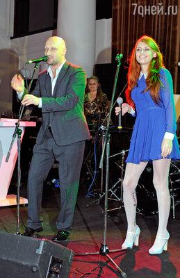 Группа «ГК» во главе с Гошей Куценко  до полуночи радовала гостей своим репертуаром