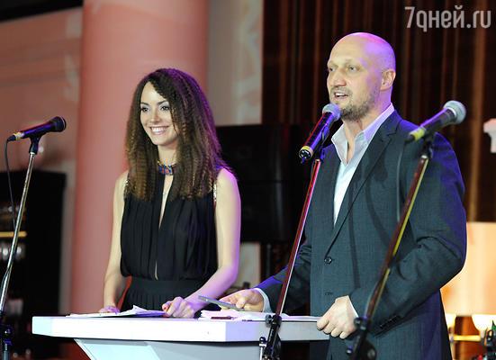 Вечер Гоша Куценко вел вместе с красавицей-актрисой Софией Аржаковской