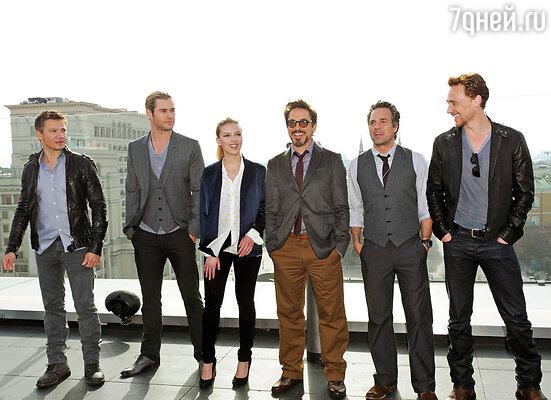 Актеры американского фильма «Мстители» во время фотосессии на крыше отеля Ritz Carlton