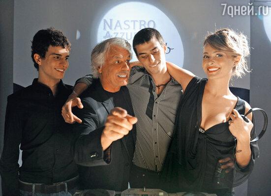 Микеле и его дети от брака с Симонеттой — сыновья Марко Бренно и Микеланджело и дочь Виоланте. 2009 г.