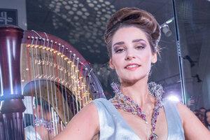Глафира Тарханова вновь примерила свадебный наряд