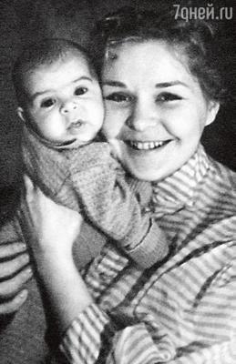 Мама, Нина Ургант, с шестимесячным Андрюшей