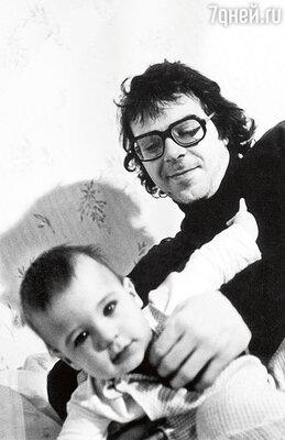 «Когда родился сын, я даже не понял, чтопроизошло, — мне едва стукнул 21год.» Андрей ургант с сыном Ваней 1978 год
