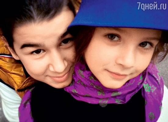 Дети Ивана Урганта и Натальи — Эрика и Нина