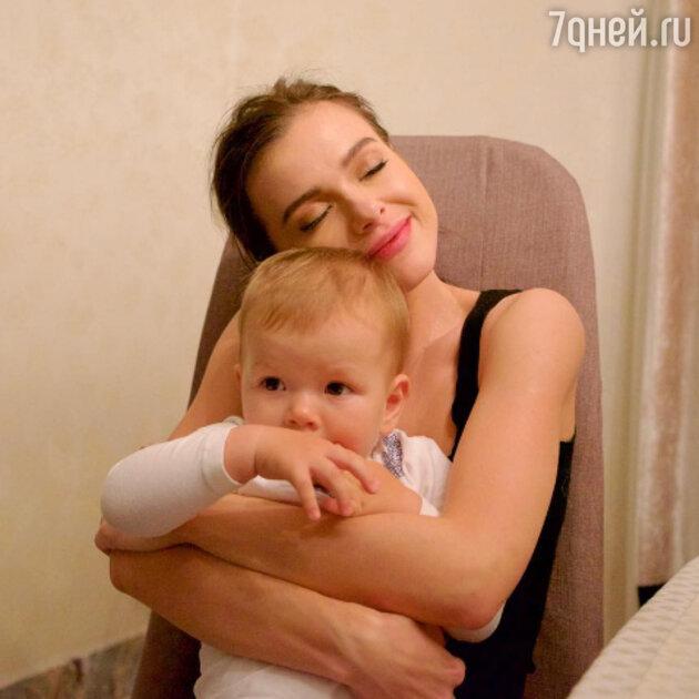 Елена Темникова с дочкой Сашей