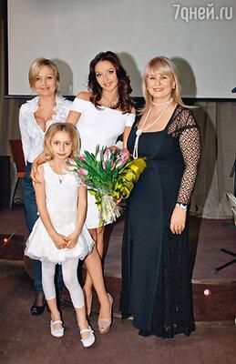 С родными: мамой Раисой Анатольевной, сестрой Наташей и дочкой Сашенькой