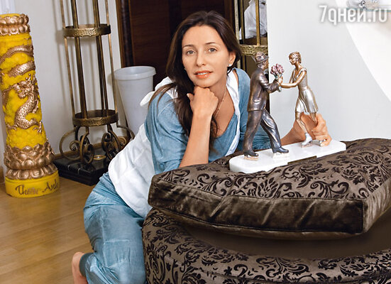 Подарок Марата — бронзовая статуэтка, изображающая их танец на шоу «Ледниковый период»
