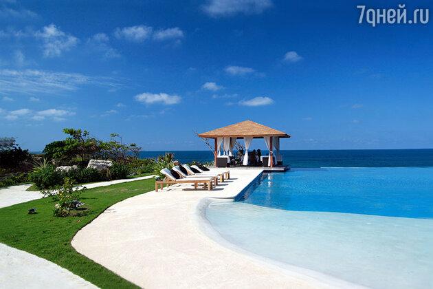 Если  вы не представляете романтику без безупречно чистого песка и бескрайних морских гладей, то отправляйтесь на Мальдивы или в Доминикану