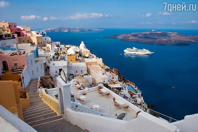 Греческий остров Санторини, который по легенде является единственной сохранившейся незатопленной частью легендарной Атлантиды
