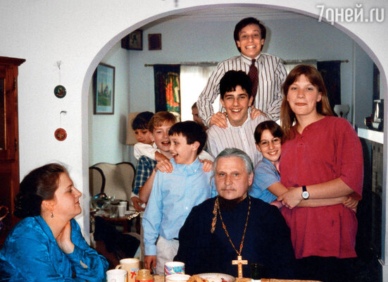 Когда папа предложил мне поехать с ним в Америку, я тут же согласилась (в семье русского священника, Сан-Франциско)