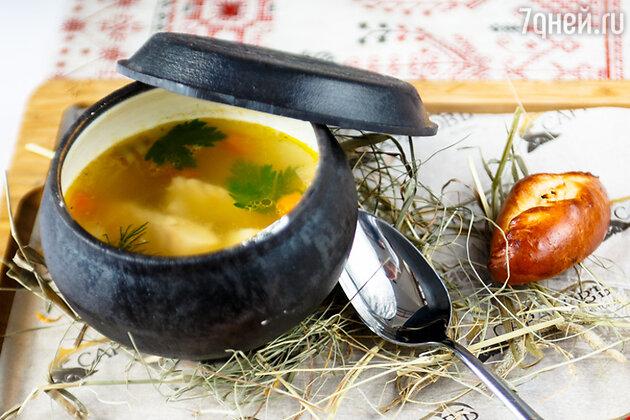 «Саратовский» рыбный суп с расстегаем: рецепт от шеф-повара Руслана Шмидова