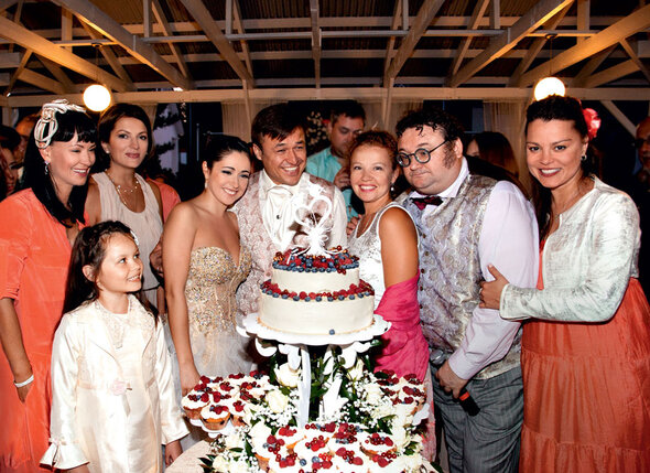 С друзьями семьи — НоннойГришаевой, МариейПорошиной сдочкой, ТатьянойАбрамовой, ИгоремПисьменным иНатальейГромушкиной