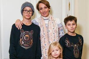 Амина Зарипова вывела на подиум троих детей