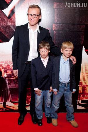 Алексей Серебряков с сыновьями Степаном  и Данилой