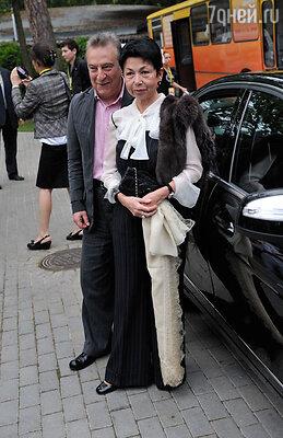 Мама Алисы, Злата Иосифовна, была со мной подчеркнуто холодна, смотрела свысока, высокомерно, как строгая учительница (Геннадий Хазанов с женой)