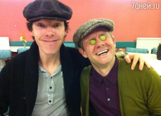 Бенедикт Камбербэтч и Мартин Фриман на съемках сериала «Шерлок»